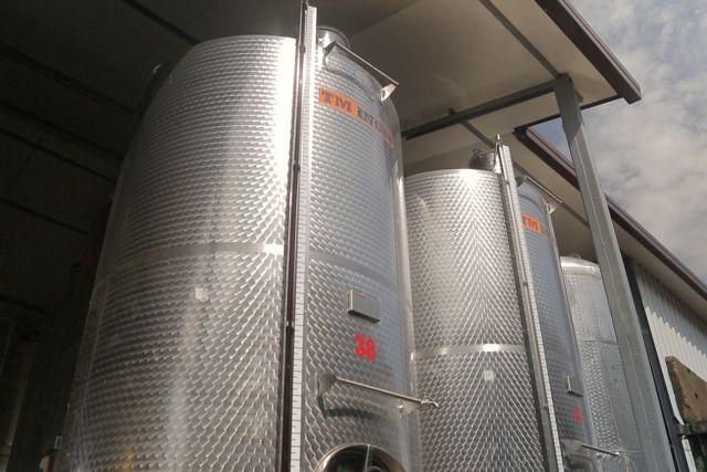 Cazane de inox pentru fermentatie la Crama Vingex